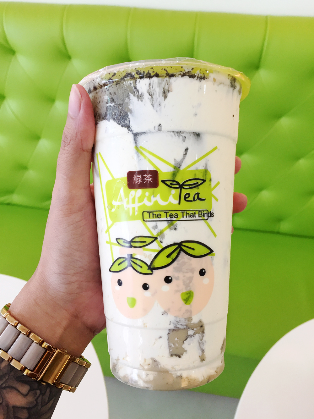 Oreo milk tea with cream puff (Php125)